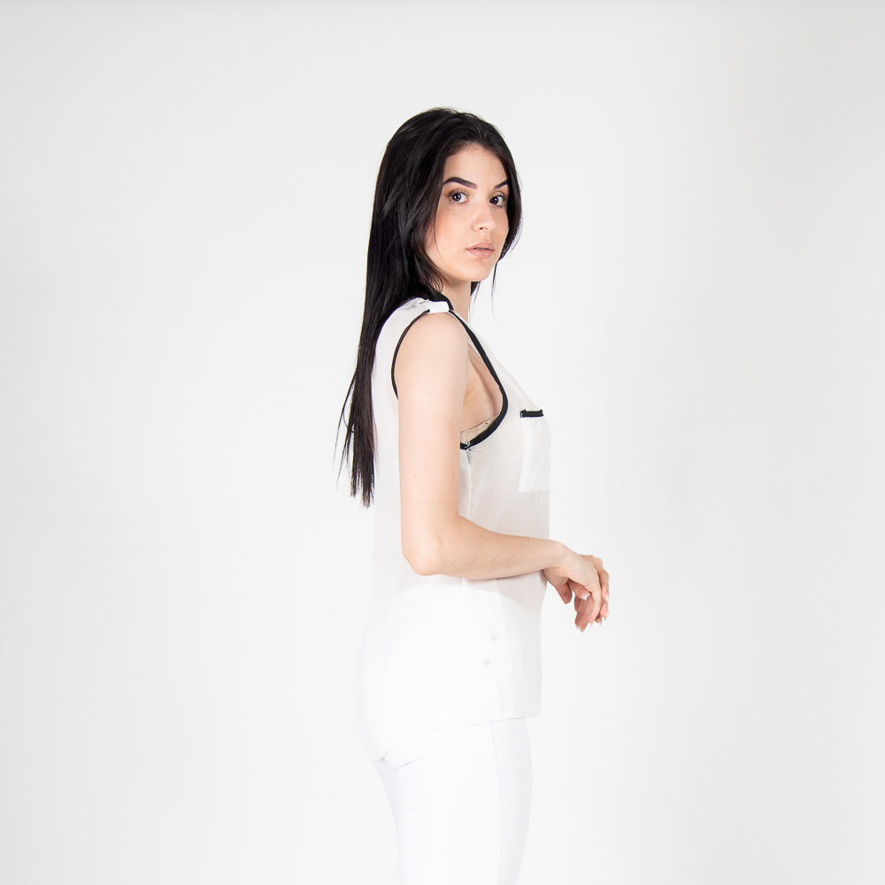 Blusa sin mangas transparente con botones