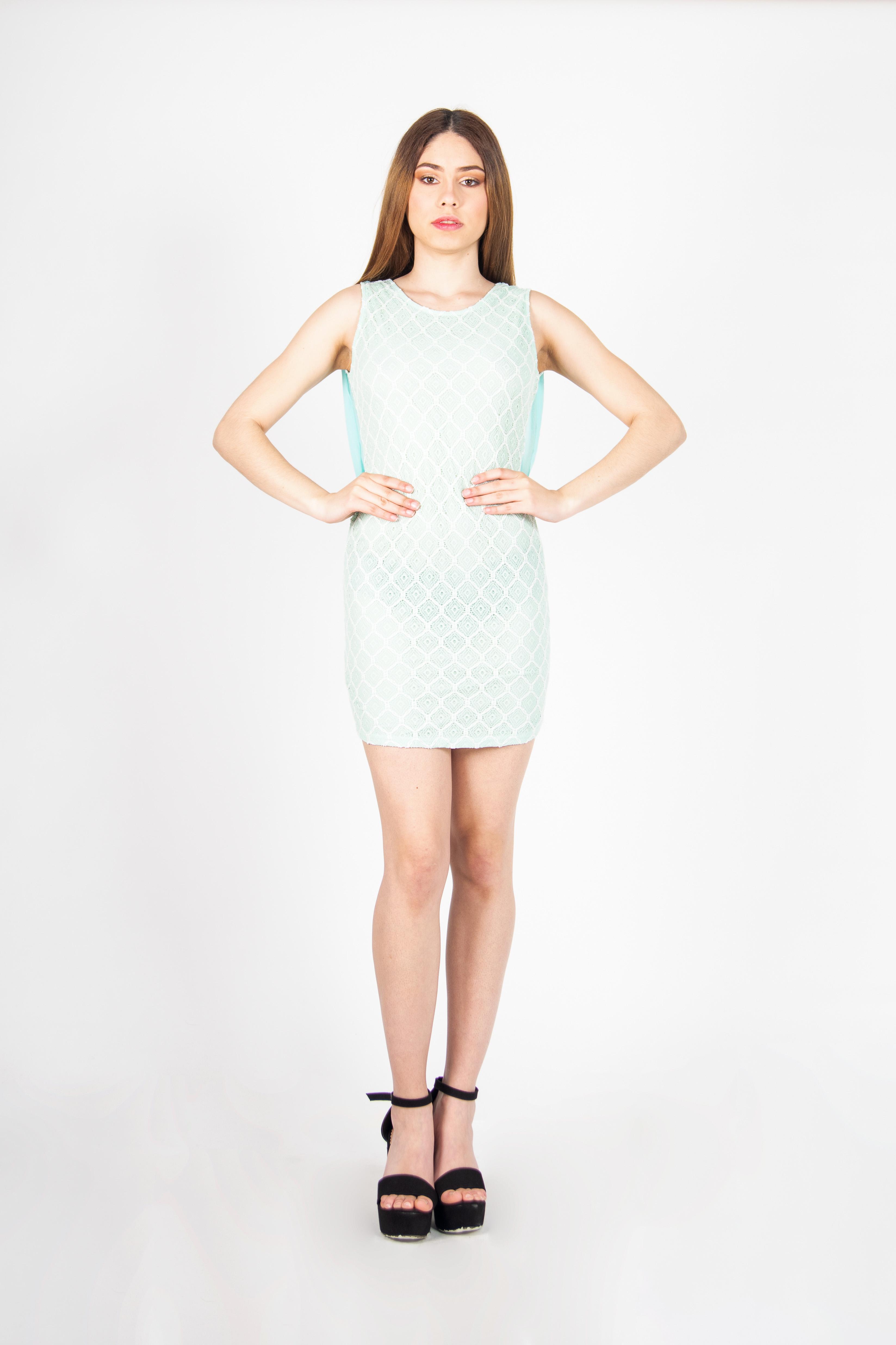 Vestido Mini Ajustado Detalle Espalda