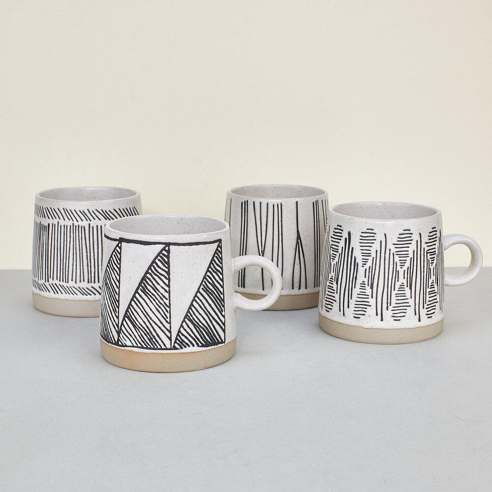 Set 4 tazas blanco y negro