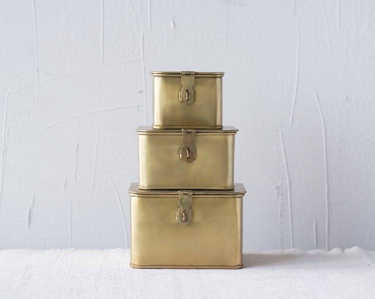 Cajas doradas cuadradas