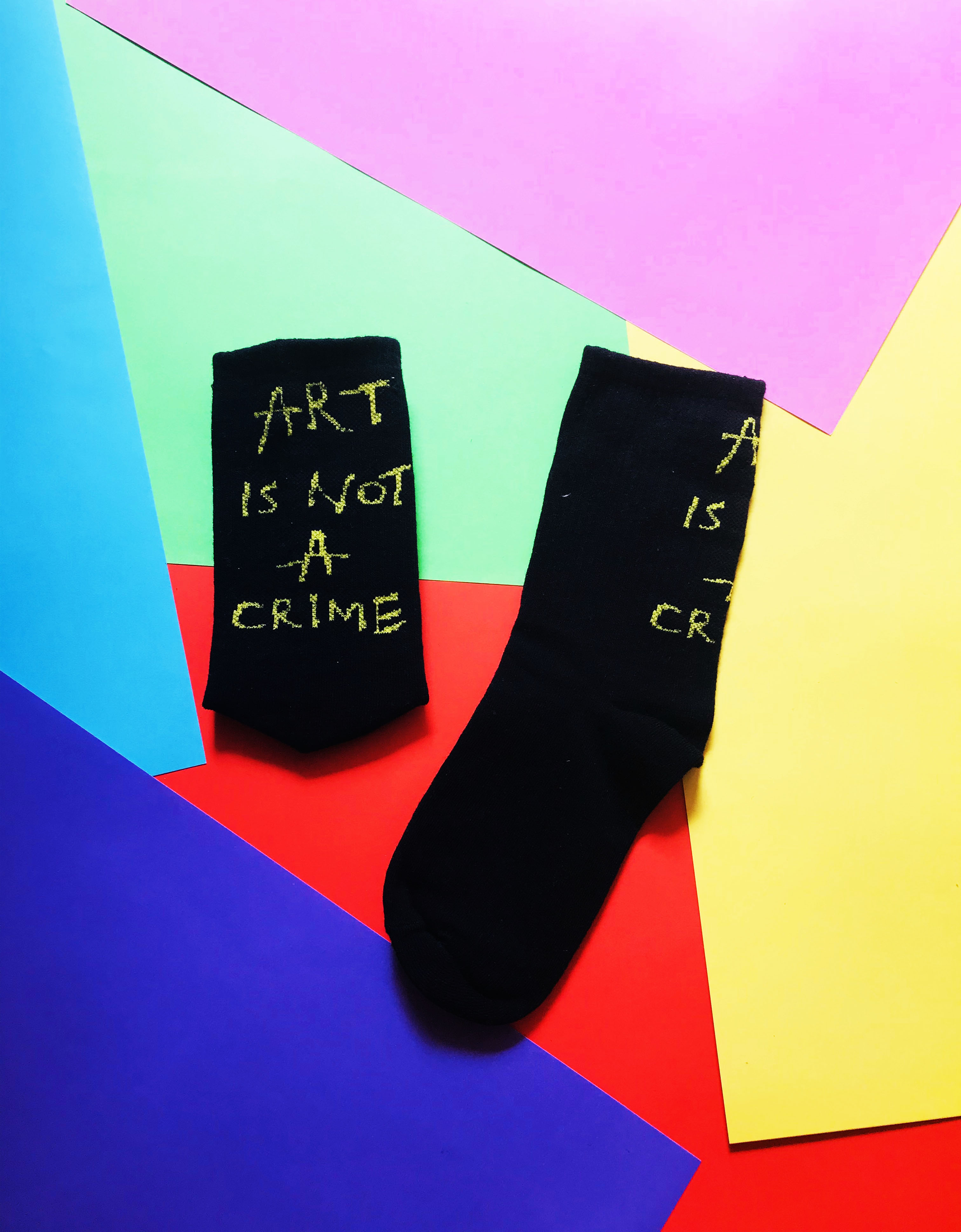 Calcetines Art is not a crime negro