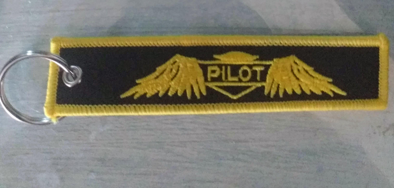 LLavero Piloto con alas dorada