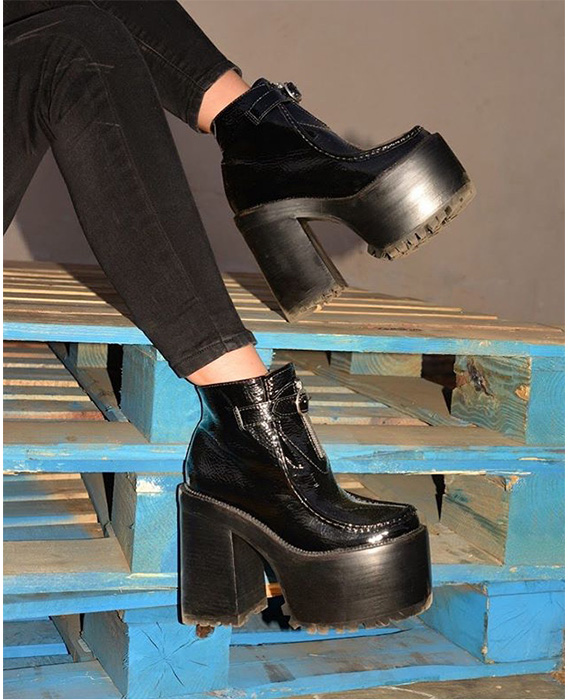 Jeffrey Campbell - Damned black crinkle patent