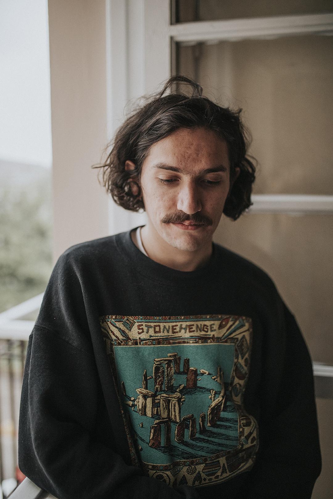 La necesidad de caer: Simón Campusano debuta en solitario con