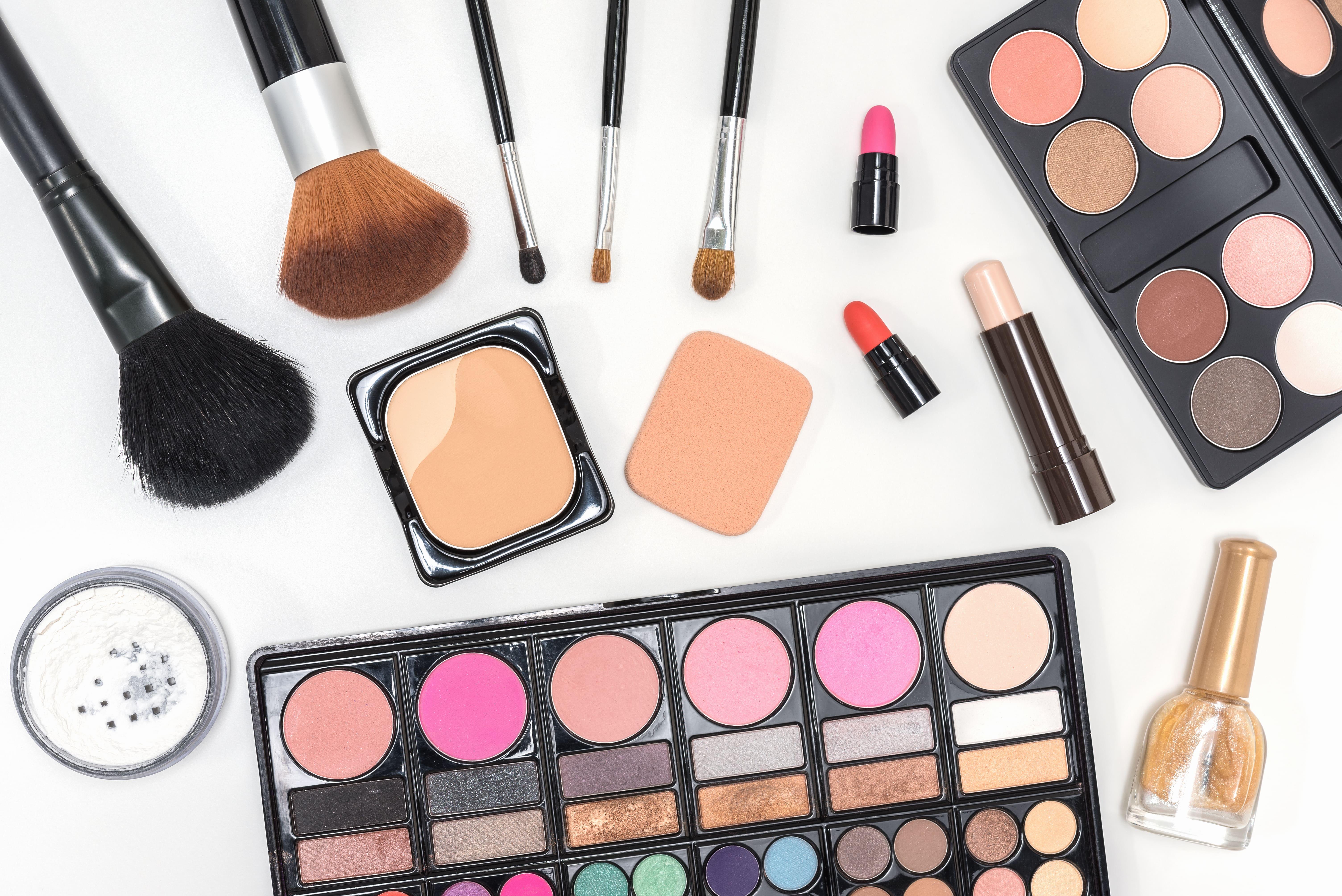 ¿Por qué coleccionar maquillaje es una mala idea?