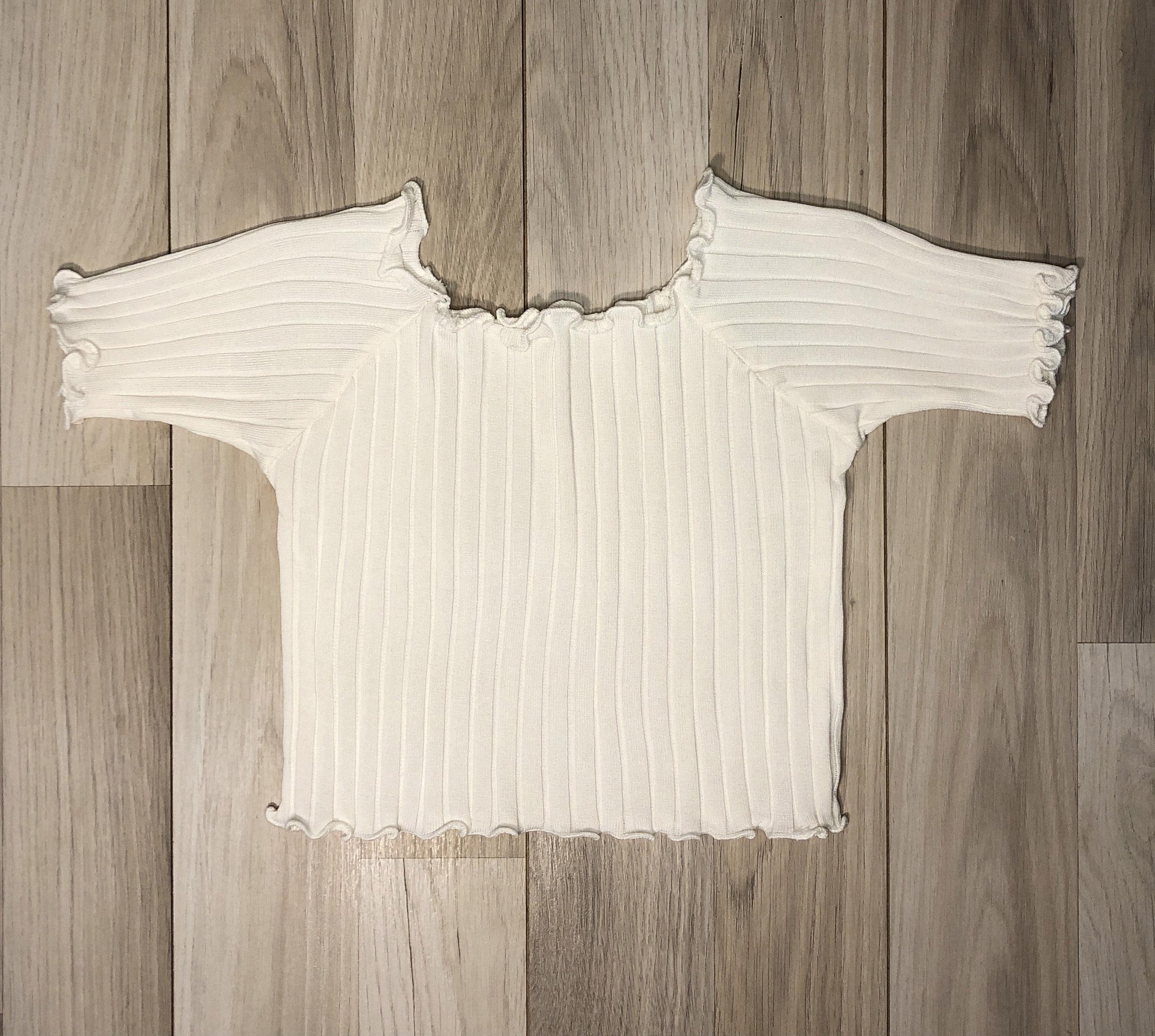 Top Crop Blanco con mangas y onditas