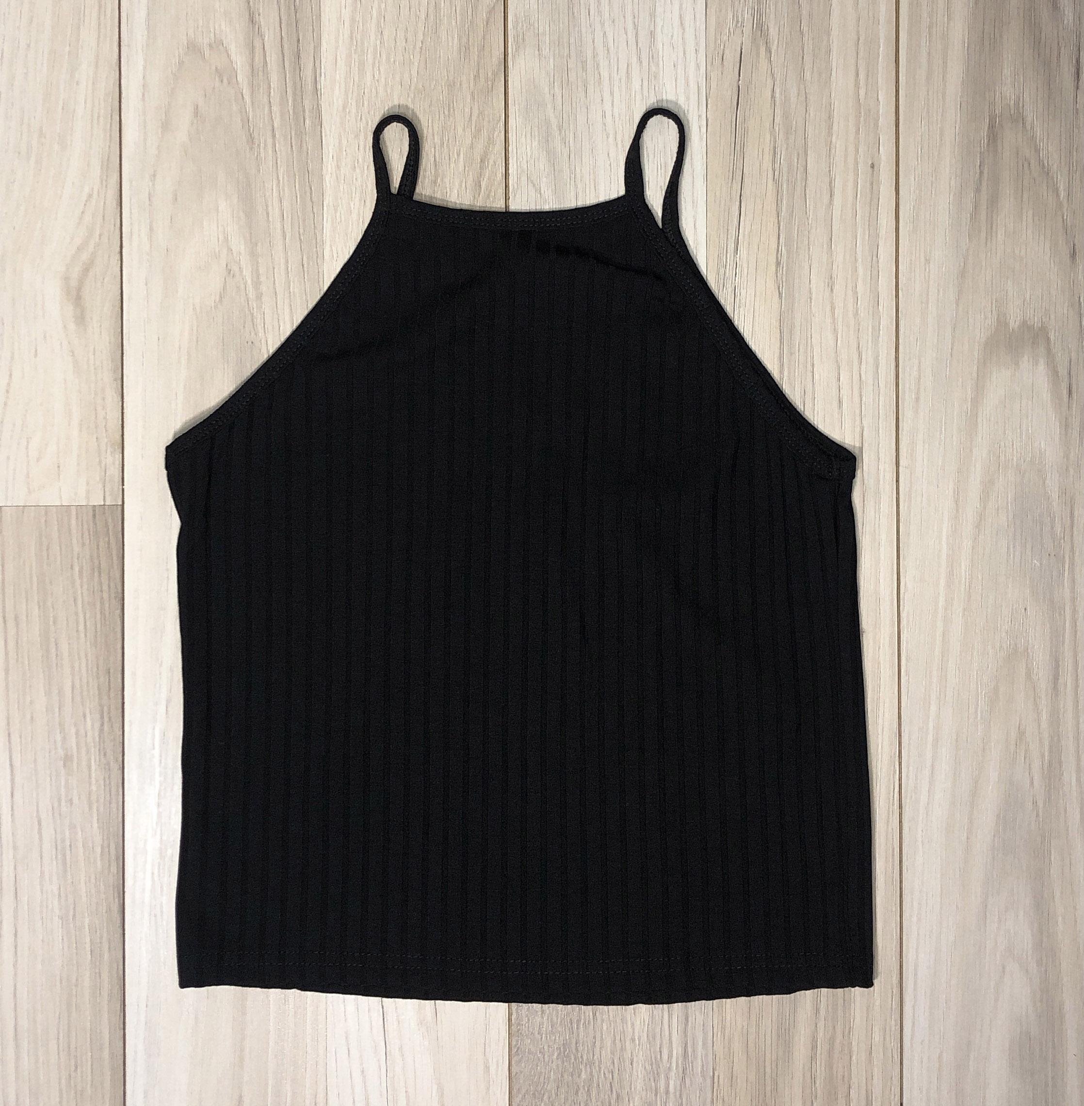 Top Crop Negro escote alto Diseño lineal