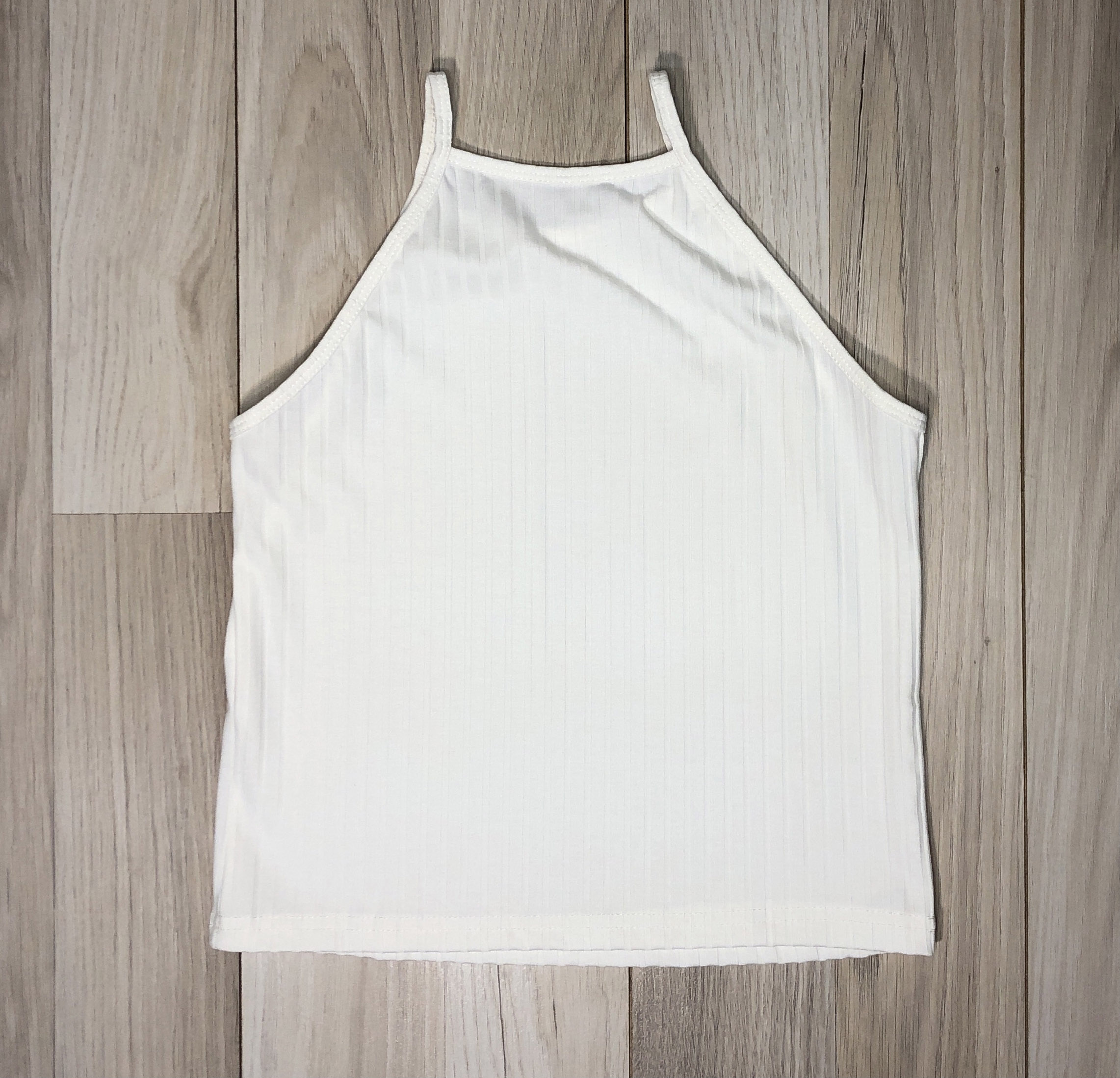 Top Crop Blanco escote alto Diseño lineal