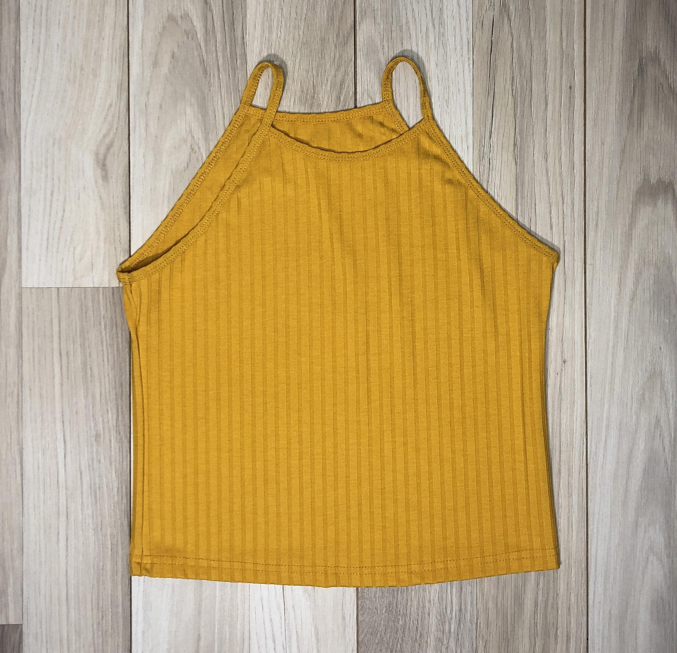 Top Crop Amarillo escote alto Diseño lineal