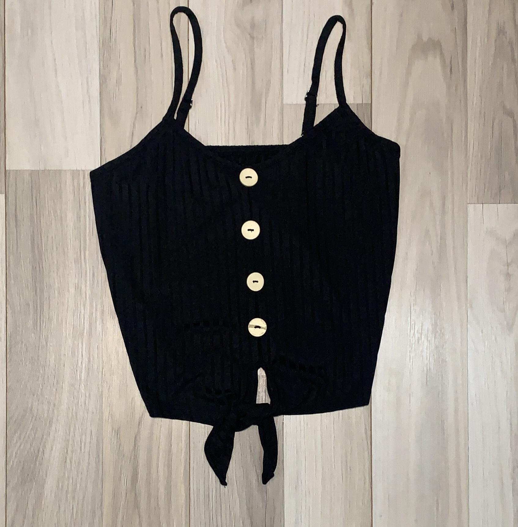 Top Crop Negro diseño lineal con nudo