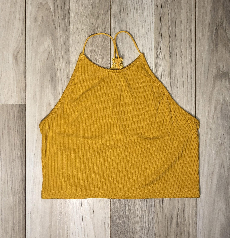 Top Crop Amarillo con encaje en espalda diseño lineal con nudo