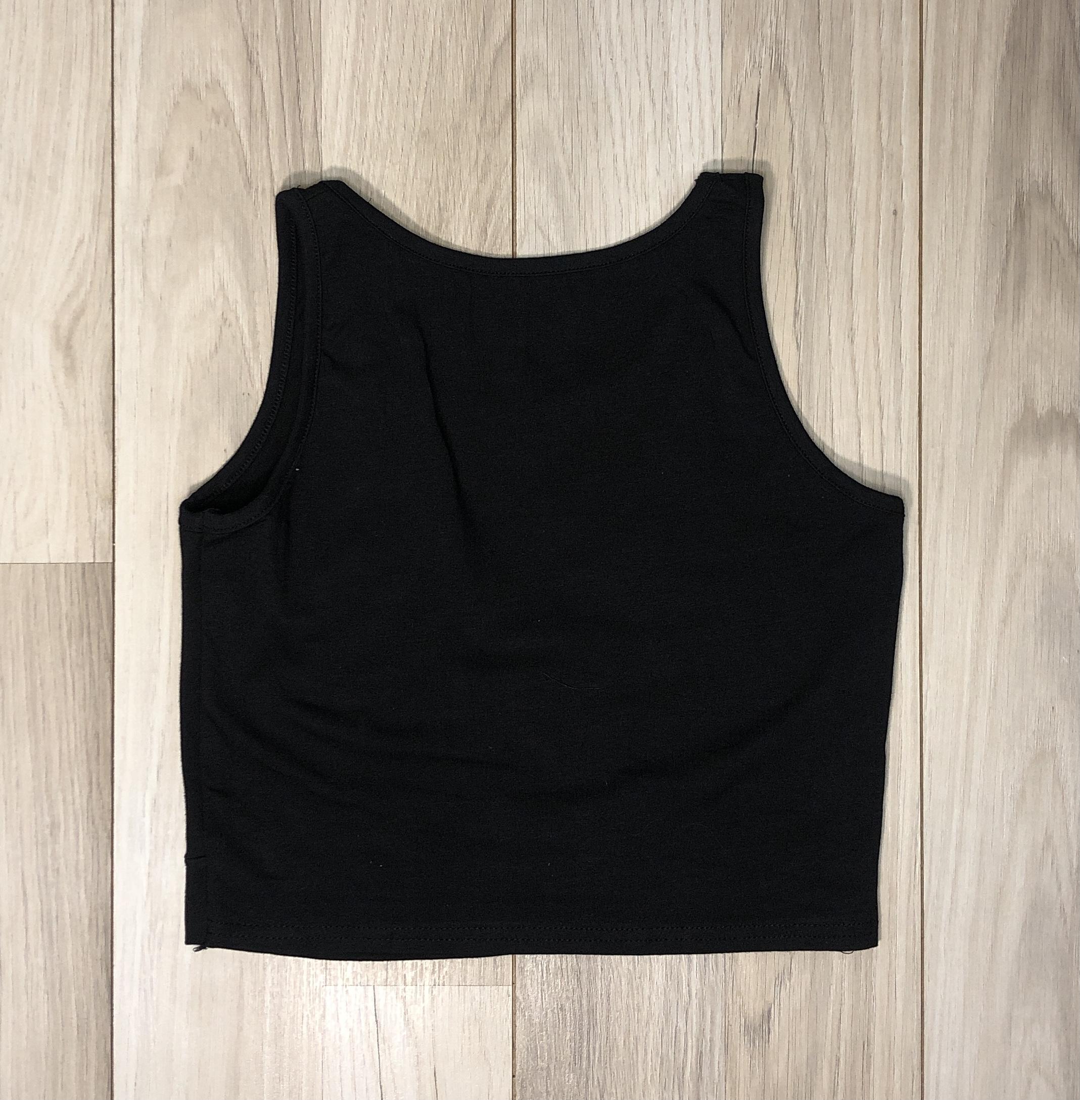 Top Crop Negro con abertura en abdomen