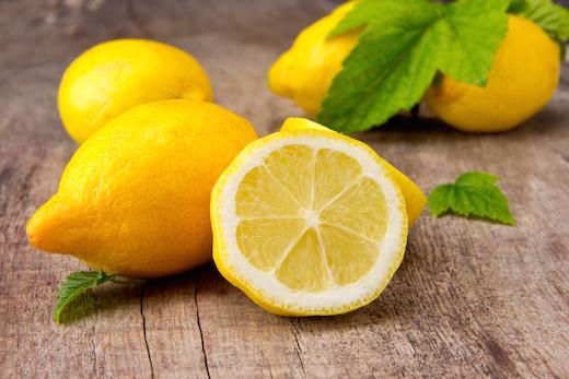 16 Beneficios para la Salud de Tomar Agua Tibia con Limón