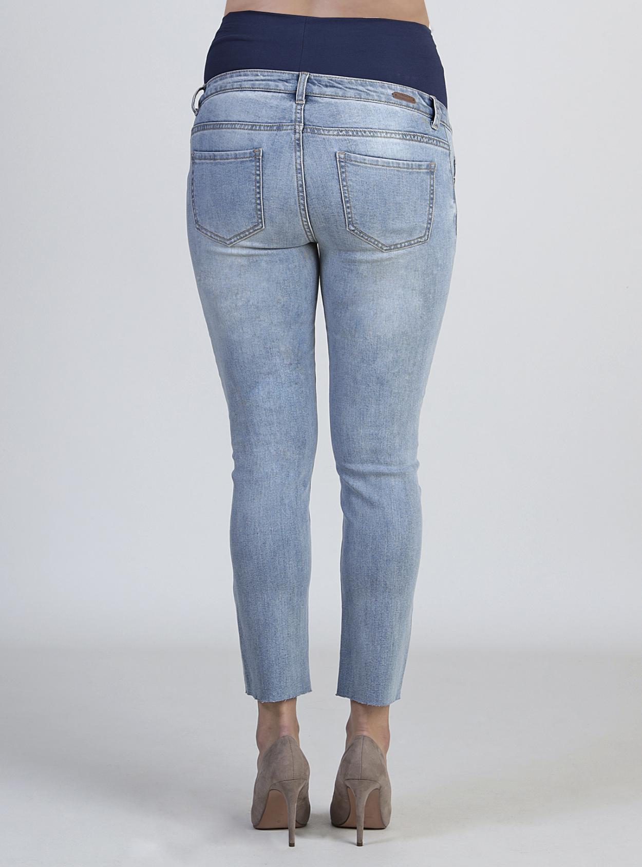 Jeans claro con bordado maternal