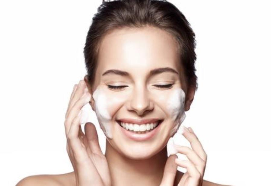 Pasos u orden rutina limpieza facial diaria profunda en casa paso a paso