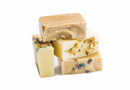 Beneficios de comprar jabones naturales cosmética orgánica para la limpieza del rostro.