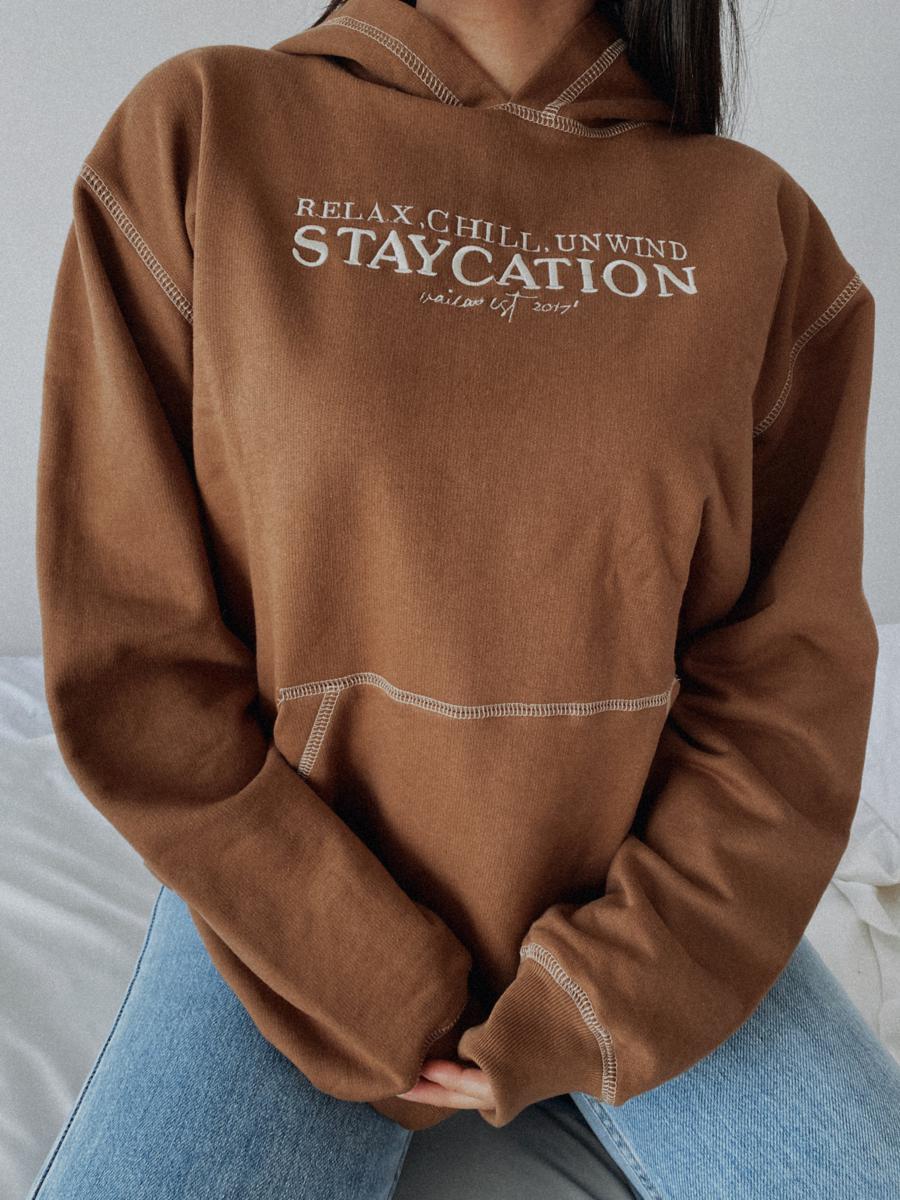 STAYCATION HOODIE-OVERSIZE CANGURO BROWM