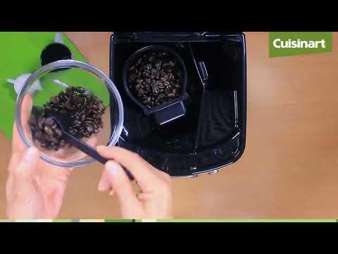 Prepara un delicioso café con granos recién molidos con la cafetera dgb625e de Cuisinart