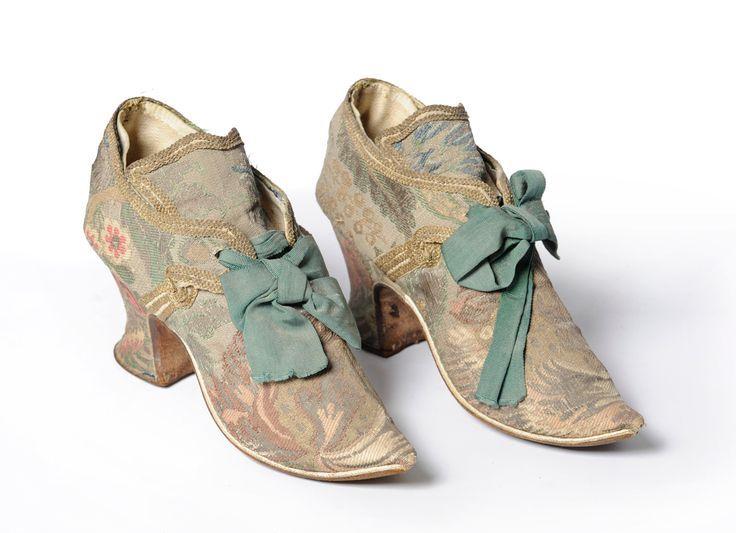 Fact: Hasta el siglo XIX los zapatos para ambos pies eran iguales