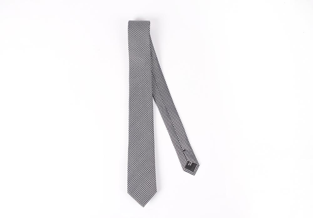 Corbata Negra puntos grises