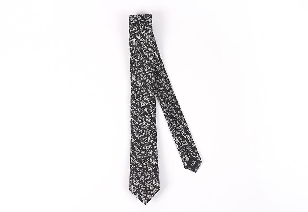 Corbata Negro rosas blancas